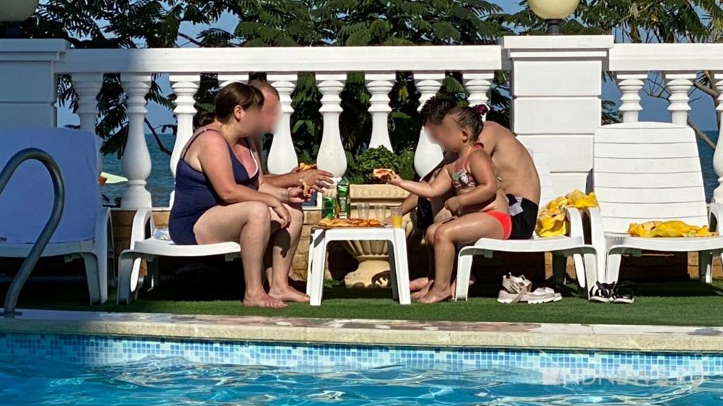 Ленивые родители, гаджеты и буллинг – в минздраве рассказали о причинах ожирения у детей